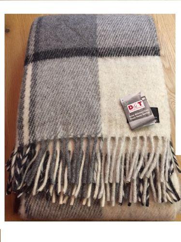 Wohndecke grau Streifen Schurwolle